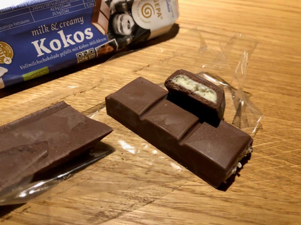 GEPA Milk & Creamy Kokos geöffnete Verpackung und Riegel